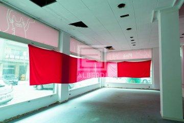Foto 2 de Local comercial con escaparates a dos fachadas