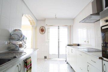 Foto 3 de En Trenbidearen Zumardia, piso completo en muy buen estado con zona duplex en el ático