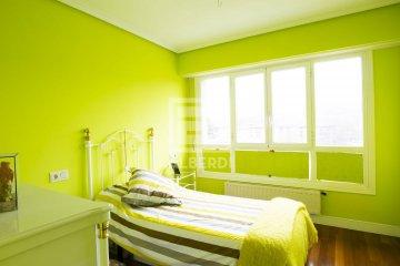 Foto 5 de En Trenbidearen Zumardia, piso completo en muy buen estado con zona duplex en el ático
