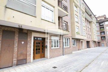 Foto 11 de En Trenbidearen Zumardia, piso completo en muy buen estado con zona duplex en el ático