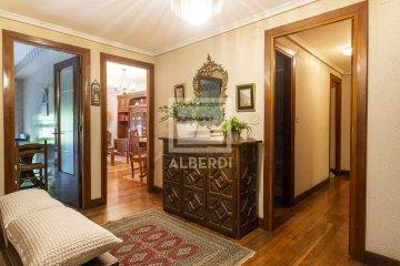 Foto 2 de Estupendo piso de cuatro habitaciones en Aingeru Kalea
