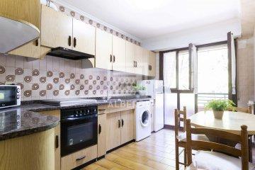 Foto 4 de Estupendo piso de cuatro habitaciones en Aingeru Kalea