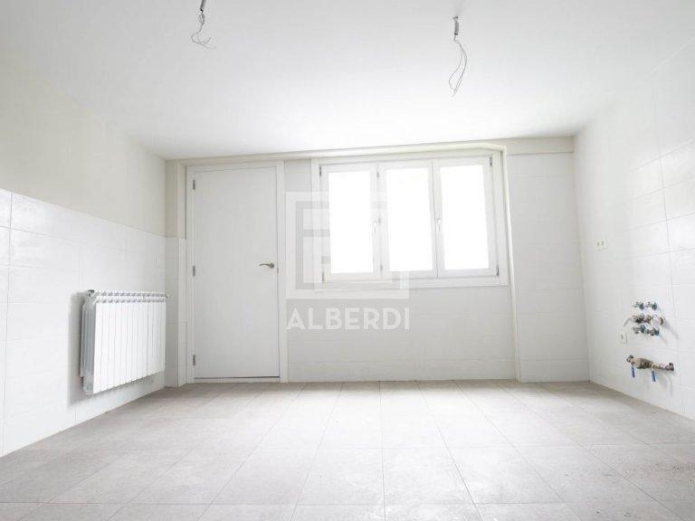En Aizkibel edificio rehabilitado exterior a dos fachadas